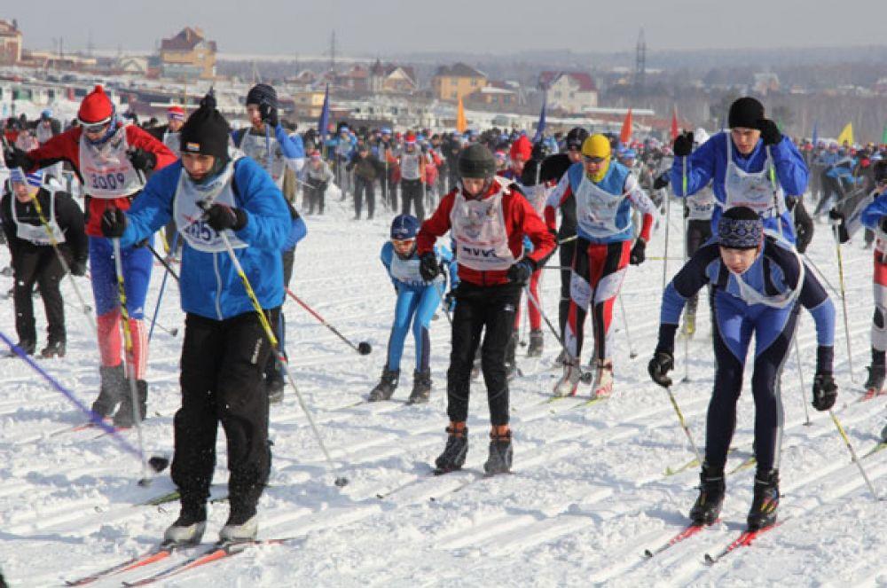 Лыжники бежали ради здоровья и победы.