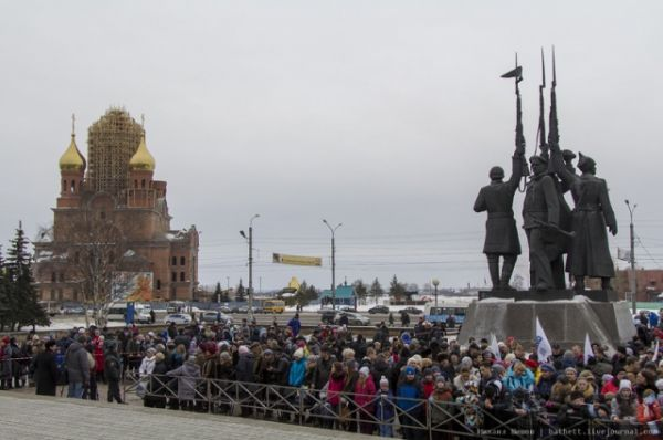 Архангелогородцы собрались на пл. Профсоюзов, где состоялось зажжение паралимпийского огня.