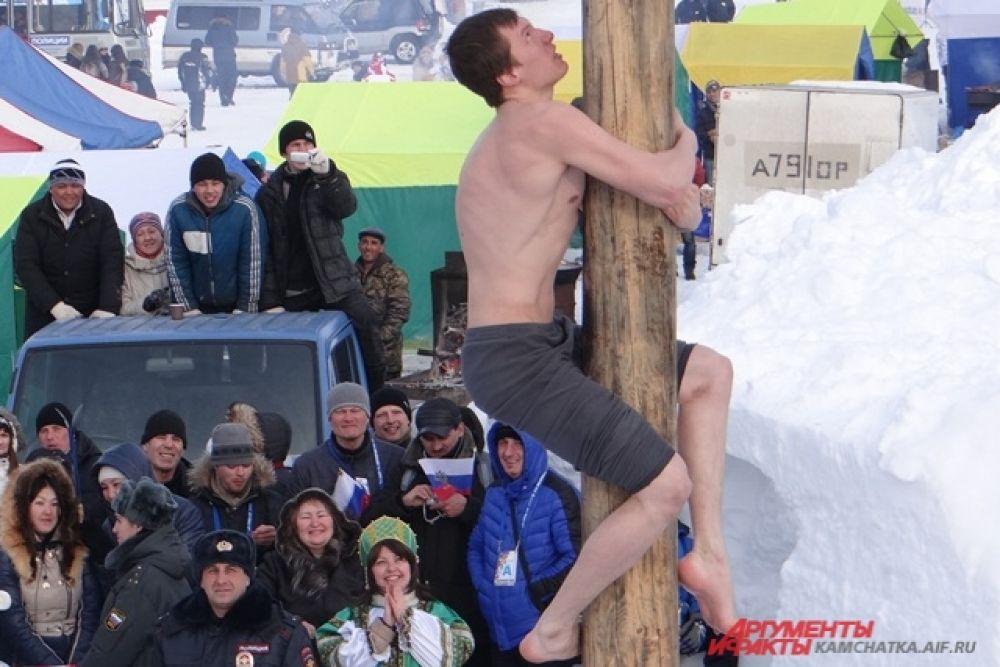 В конкурсе участвовало более 50 мужчин.