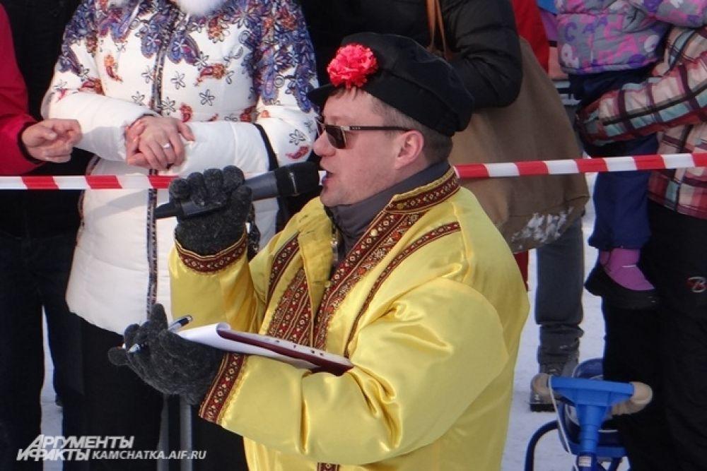Роман Жуков проводит долгожданное соревнование - «Масленичный столб».