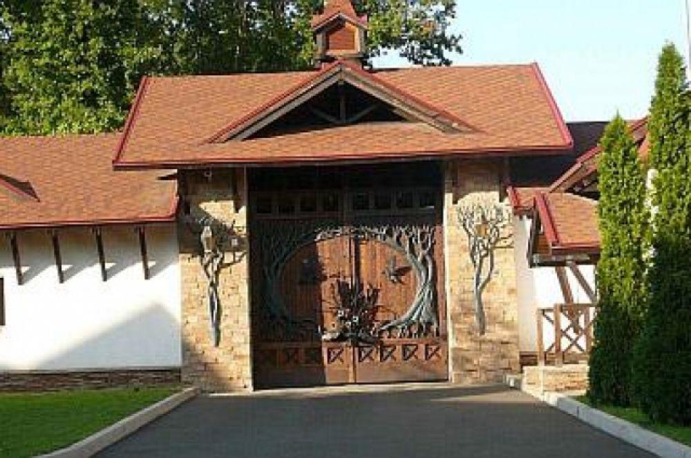 Ворота с северной части поместья