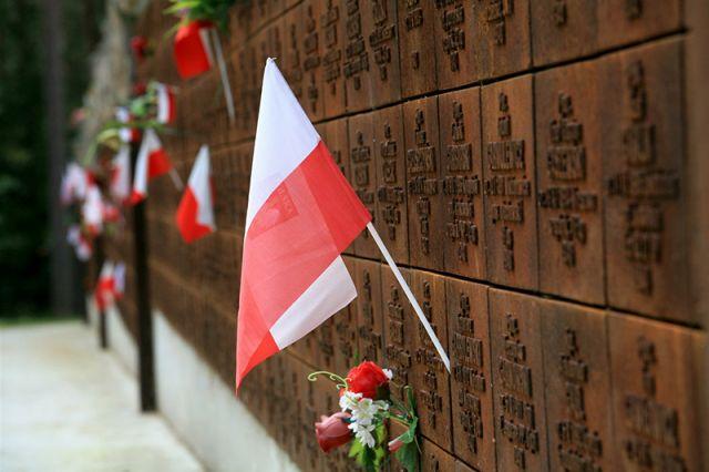 Международный мемориал жертвам политических репрессий Катынь.