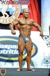 Валерий Коптенко из сборной Украины демонстрирует грудные мышцы