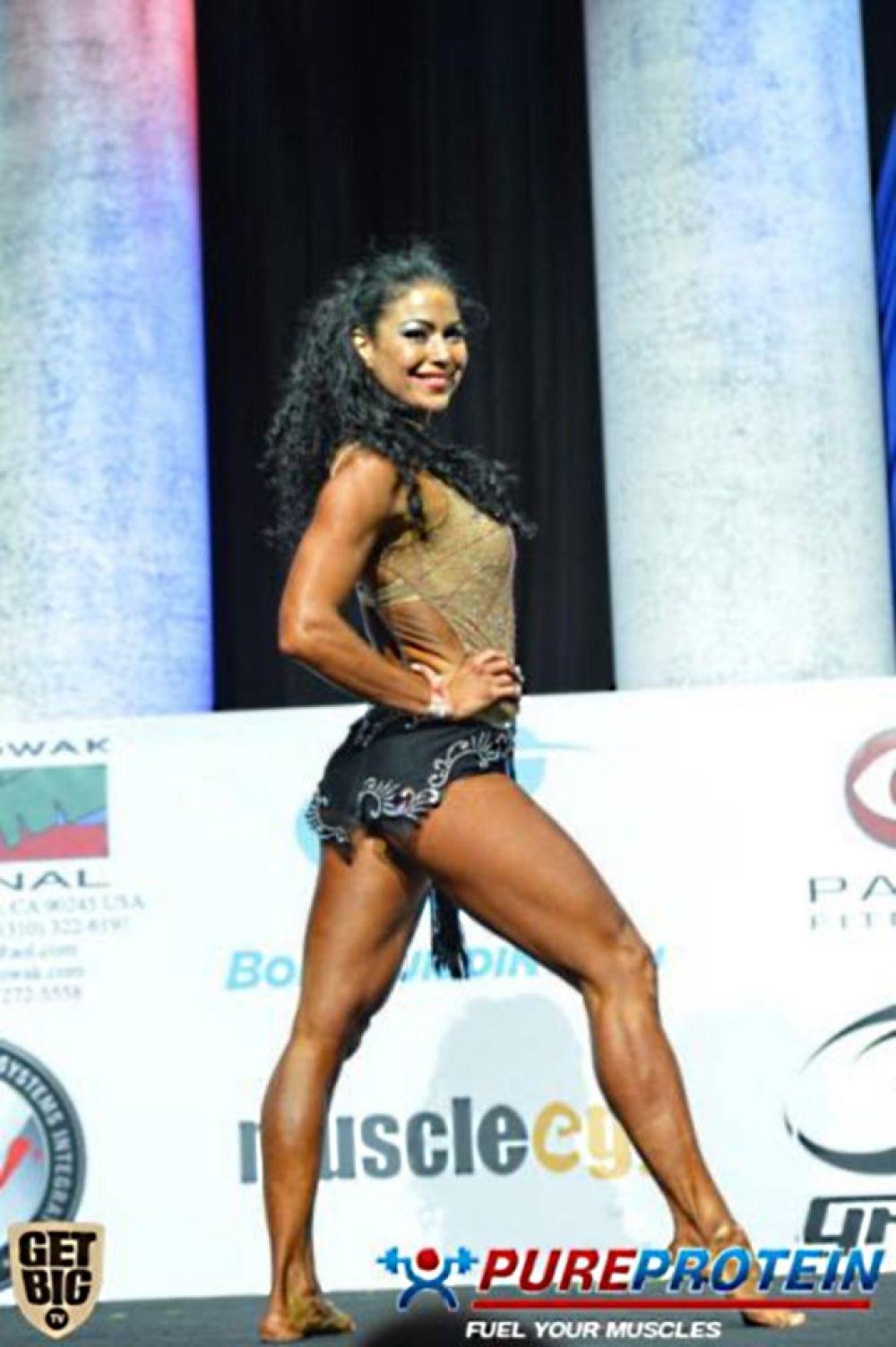Оксана Оробец после выполнения акробатического номера в категории фитнес