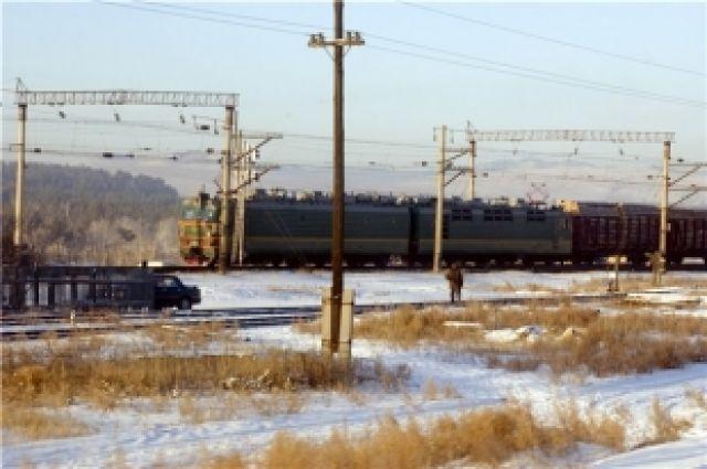 В Омской области обстреляли грузовой поезд.