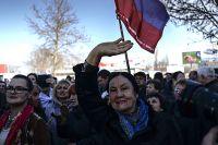 Жители Севастополя на митинге.