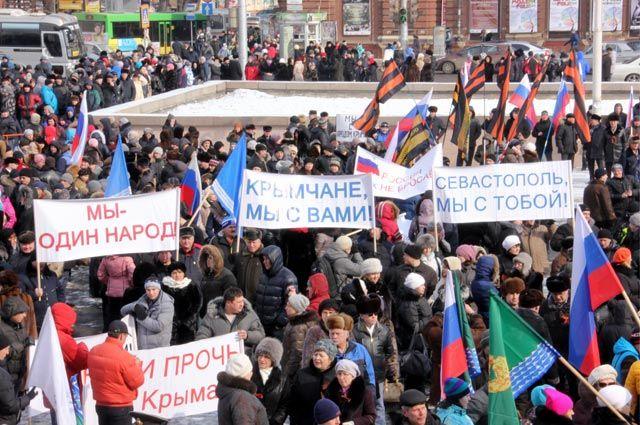 На площади собралось больше тысячи неравнодушных иркутян.