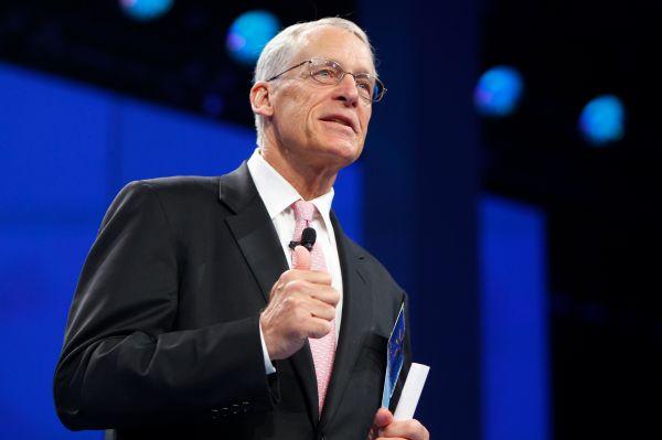 На 14-й позиции расположился старший сын Сэма Уолтона, основателя Wal-Mart, Робсон Уолтон. Состояние 69-летнего миллиардера оценивается в $34,2 млрд.