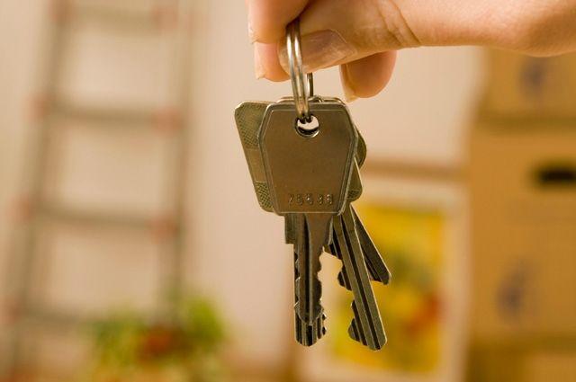 Вдова ветерана ВОВ получили ключи от собственного жилья.