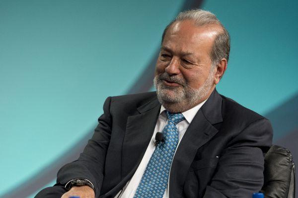 На второй строчке рейтинга расположился мексиканский телекоммуникационный магнат Карлос Слим, на протяжении четырёх лет возглавлявший этот список. Состояние Слима оценивается в $72 млрд.