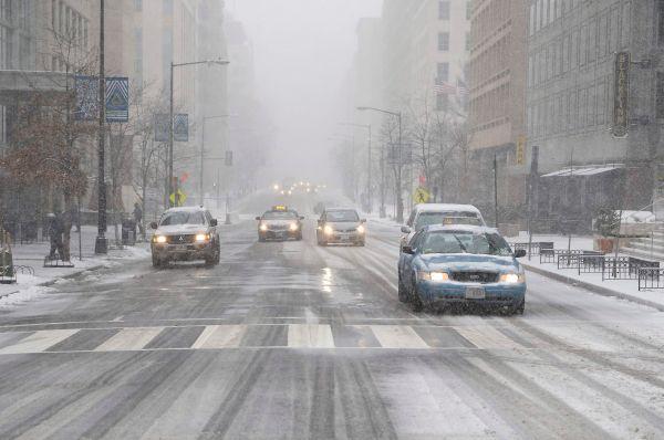 Также объявлено о приостановке движения автобусов в столице и пригородах.