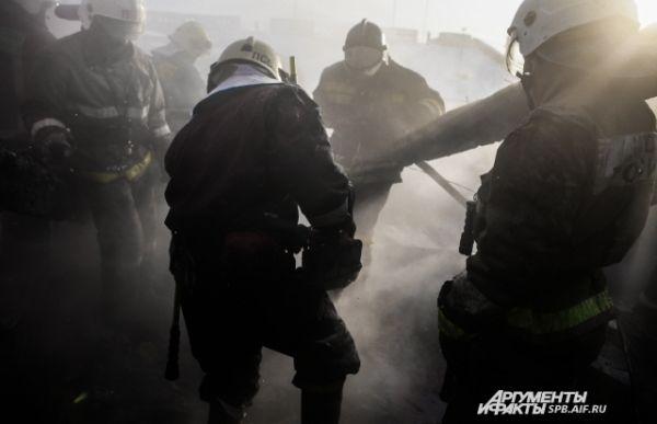 Работы по вскрытию и проливке кровли проводятся для того, чтобы исключить возможность распространения огня по перекрытиям.