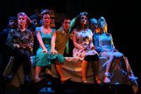 Сцена из спектакля Лицейского театра «Ощущение бороды».