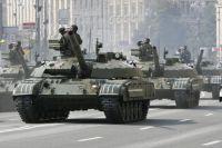 Военная техника армии Украины на праде в честь независимости страны в 2008 году.