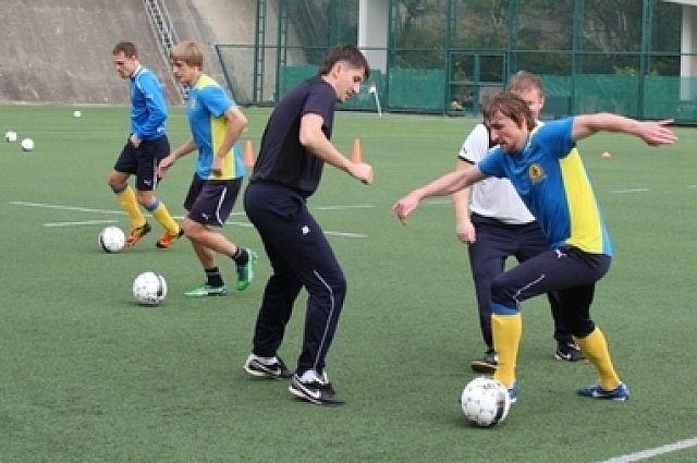 Футболисты «Луча-Энергии» на тренировке в Гонконге.
