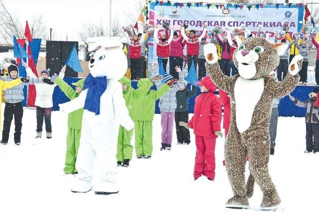Омских спортсменов приветствовали символы Олимпиады в Сочи.