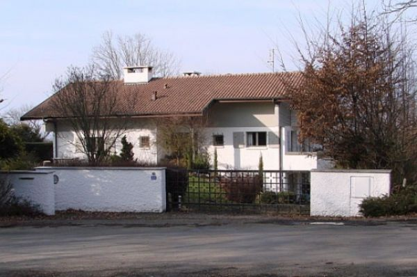 Коломойский ведет жизнь на два дома - бизнес делает в Украине, а живет в Европе