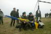 За матчем наблюдали как бойцы украинских Вооруженных сил, так и вооруженные люди в форме российского образца