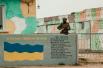 Военный с автоматом на территории «Бельбека» под Севастополем во время блокирования аэродрома неизвестными