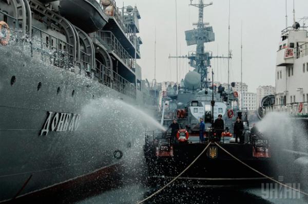 Корабль управления «Донбасс» Военно-морских сил Вооруженных сил Украины в Стрелецкой бухте