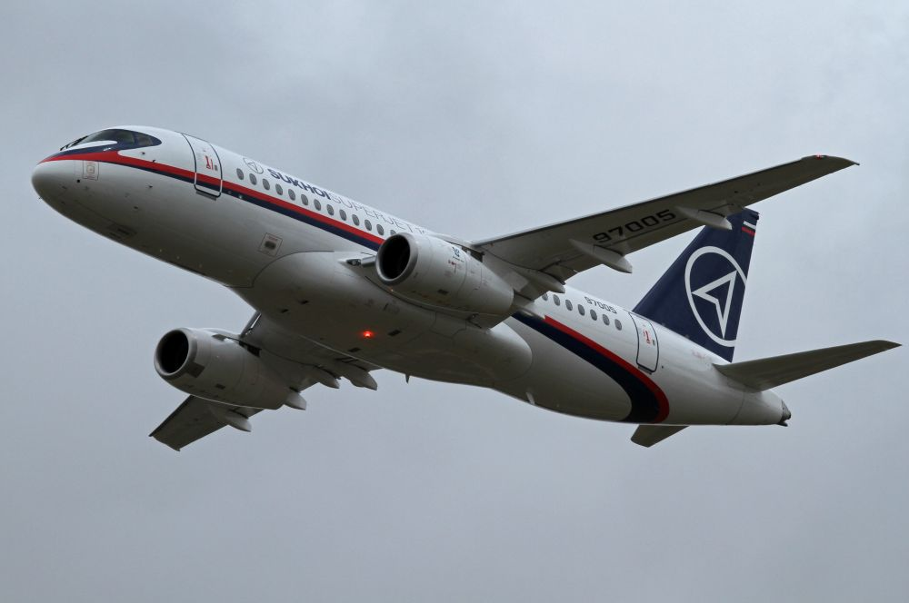 В 2008 году первый полёт совершил прототип пассажирского самолёта Superjet 100. В серийное производство машина была запущена в 2010 году, а в феврале 2013-го была разработана модифицированная версия LR с увеличенной максимальной дальностью полёта.