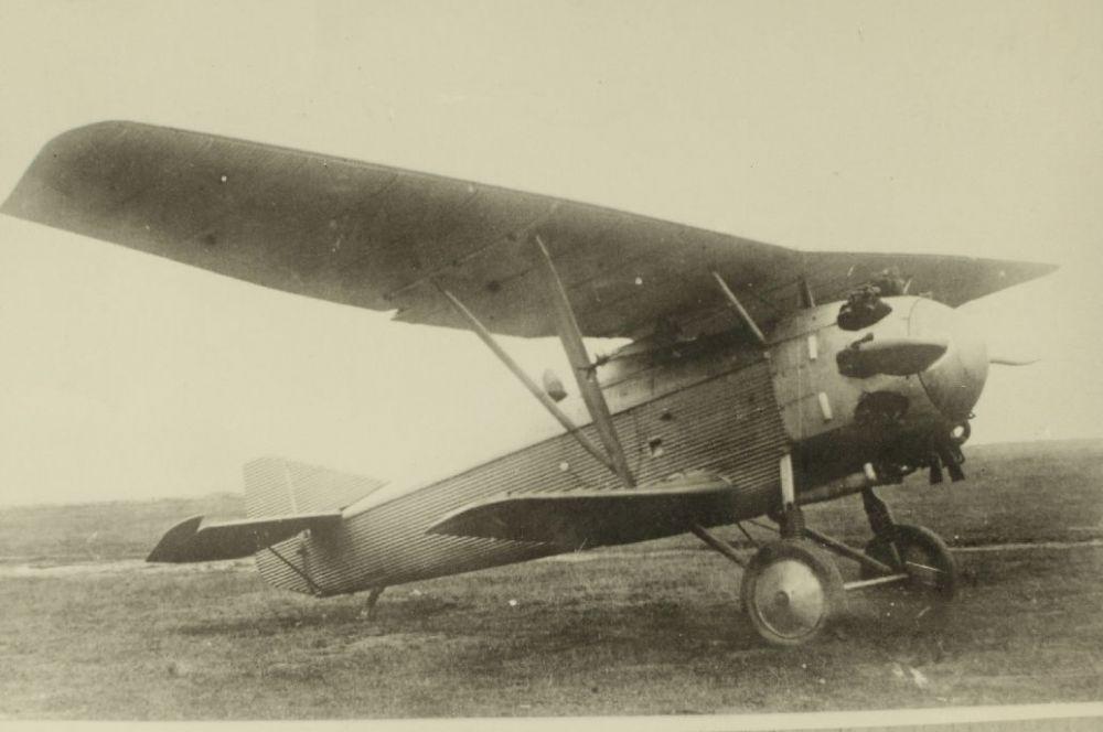 Первым серийным самолётом, спроектированным Павлом Сухим, в 1927 году стал истребитель И-4. За пять лет было собрано 369 таких самолётов, которые находились на вооружении вплоть до 1933 года.