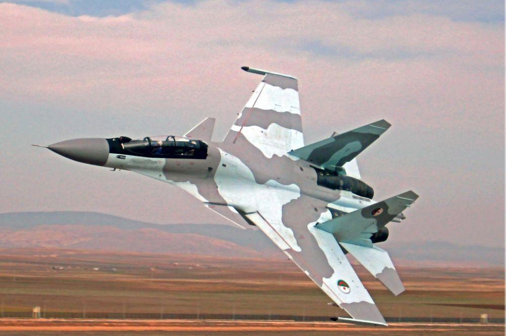 В 1992 году ВВС России получили многоцелевой истребитель Су-30, созданный на базе машины Су-27. Это первый в мире серийный самолёт, обладающий сверхманевренностью. Состоит на вооружении российской, китайской, венесуэльской и других армий.