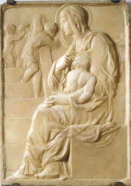 Около 1491 года Микеланджело создал мраморный барельеф, в котором запечатлел образ мадонны с младенцем. В то время художник был учеником в художественной школе Лоренцо Великолепного, а этот барельеф — первое независимое и самое раннее из сохранившихся произведений Буонарроти.