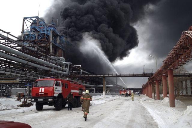 На заводе СК взорвался цех по производству ацетона и фенола.