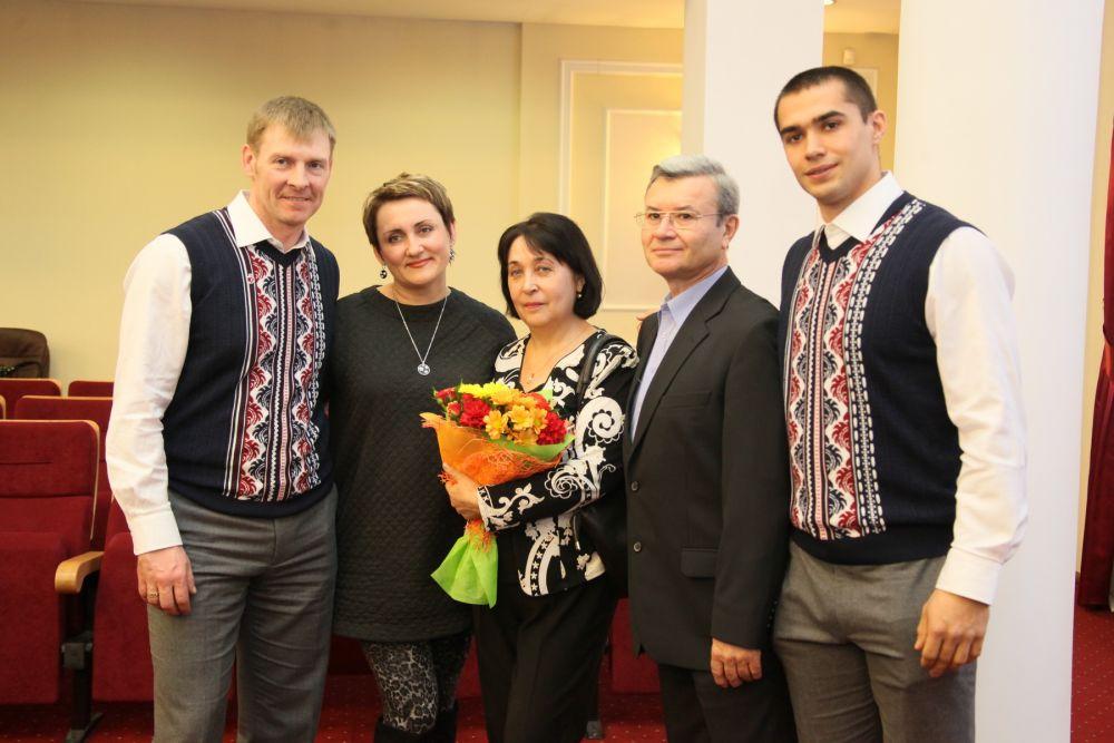 Александр Зубков с женой и семья Негодайло.