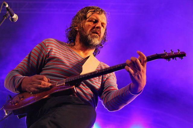 Эмир Кустурица, в составе группы The No Smoking Orchestra. Выступление в Санкт-Петербурге. 2012 год.