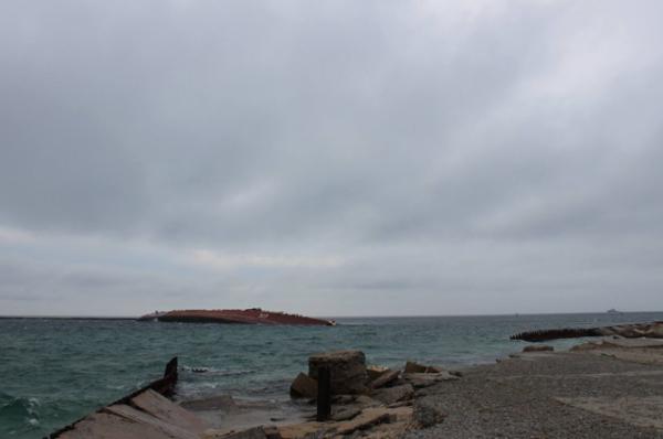 Верхняя часть «Очакова» все еще находится над водой