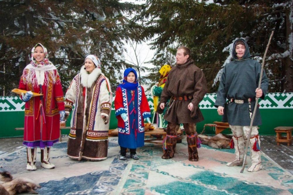 Каждый год праздник собирает много зрителей, в этом году на обряд посмотрели и гости фестиваля «Дух огня».