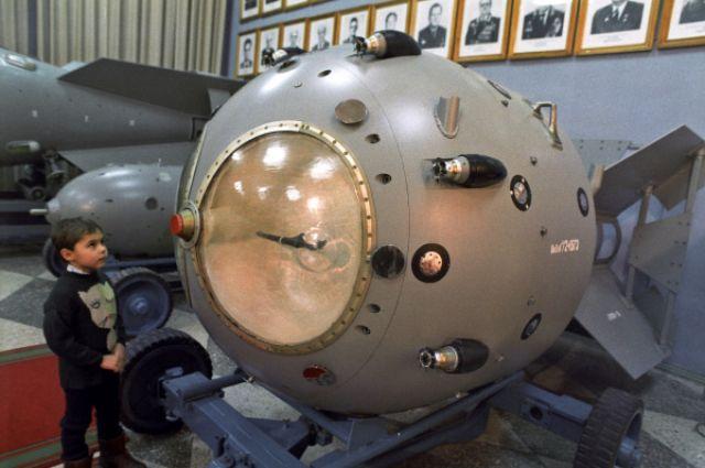 Первая советская атомная бомба РДС-1.
