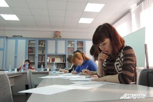 Государственный экзамен - первое испытание. Впереди защита диплома.