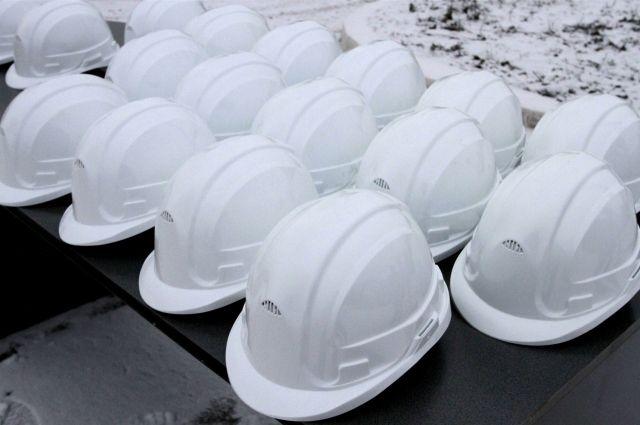На омском нефтезаводе рухнула бетонная плита: двое пострадавших.