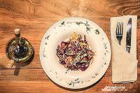 Салат по-харбински одно из самых популярных блюд, заказываемых в китайских ресторанчиках.