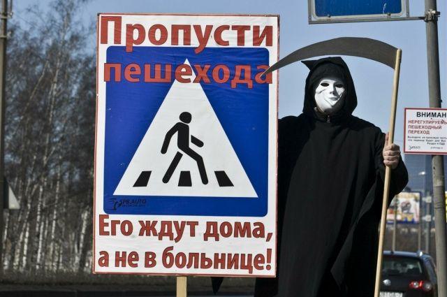 В Омске девочку сбили на пешеходном переходе.