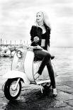 Затем на пьедестале актрис сменили супермодели. В 90-х годах необходимость ведения здорового образа жизни и вопросы экологии приобрели ещё большее значение, а самыми популярными персонами были фотомодели. Самой известной из них в то время стала Клаудиа Шиффер.