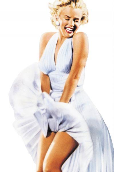Затем массовое распространение получило кино и идеалами красоты стали актрисы. Одной из них была классическая блондинка Мэрилин Монро.