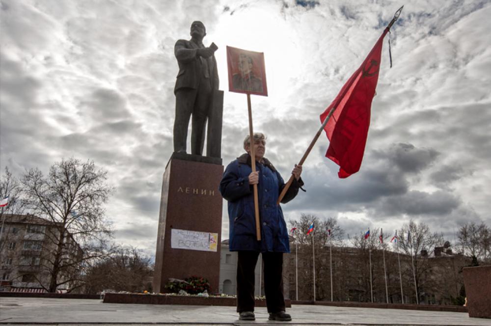 Крымчанин вызвался охранять статую Ленина в Симферополе