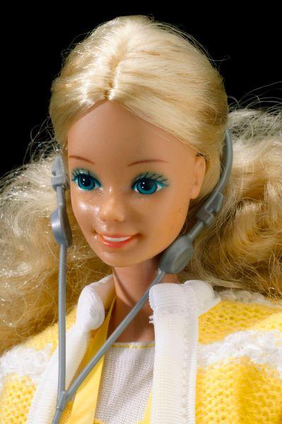 Самая первая Барби стоила три доллара, но платья и аксессуары для куклы было необходимо приобретать отдельно.