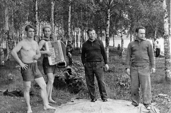 Эти встречи и поездки привели к тому, что у Гагарина не было возможности регулярно заниматься спортом и поддерживать форму. Однако в этот период он получил диплом Военно-воздушной инженерной академии им. Жуковского, а в 1964 году стал заместителем начальника Центра подготовки космонавтов.