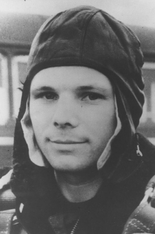 Юрий Гагарин был призван в армию в 1955 году и сразу был отправлен в военно-авиационное училище имени К. Е. Ворошилова. Гагарин закончил училище с отличием и попал на службу в 169-й истребительный авиационный полк.