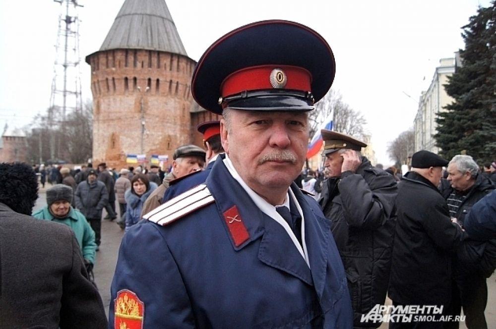 «Как мы можем не поддержать Крым? Это исконно русская территория, но так получилось, что политики решили предать его Украине. Мы не против этого, но это не значит, что мы должны отдать его фашистам на растерзание. Там наши  люди, братья, родственники. Это наша исконно русская земля, за нее пролито много крови, и, конечно, мы будем ее защищать, если придется. Мне понравились слова одного ветерана: «Нам  придется, мы все дружно соберемся, поедем и разобьем бендеровцев». Атаман Смоленского отдела Центрального казачьего войска казачий полковник Александр Культяпкин.