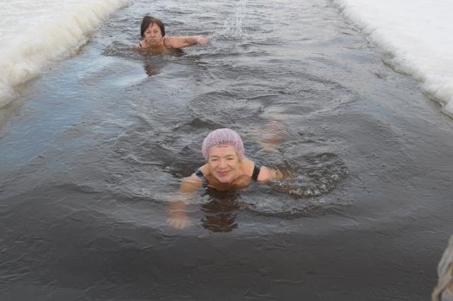 Четыре раза в неделю омские моржихи едут плавать на зимний Иртыш.