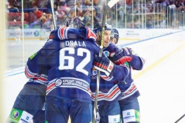 «Металлург» дважды обыграл «Адмирал» в плей-офф КХЛ