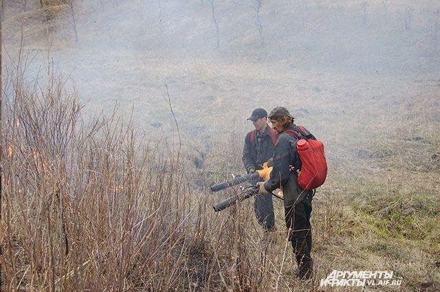Пожары, в большинстве своём, тушатся вручную.