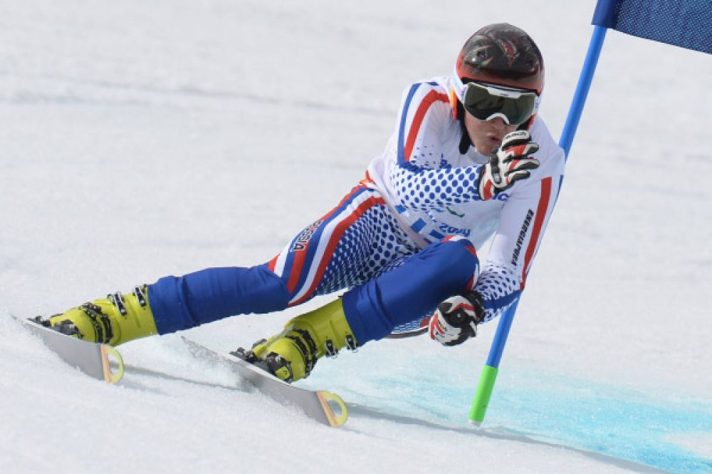 В скоростном спуске стоя серебряную медаль завоевал Алексей Бугаев, всего шесть сотых секунды уступивший австрийцу Маркусу Зальхеру.