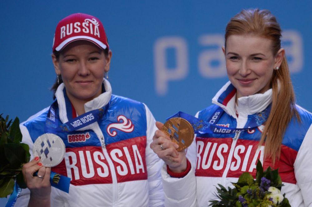 Сразу две медали – золотую и серебряную – в копилку нашей сборной принесли Алена Кауфман (справа) и Анна Миленина (слева). Они заняли первое и второе места в биатлоне на дистанции 6 км «стоя».